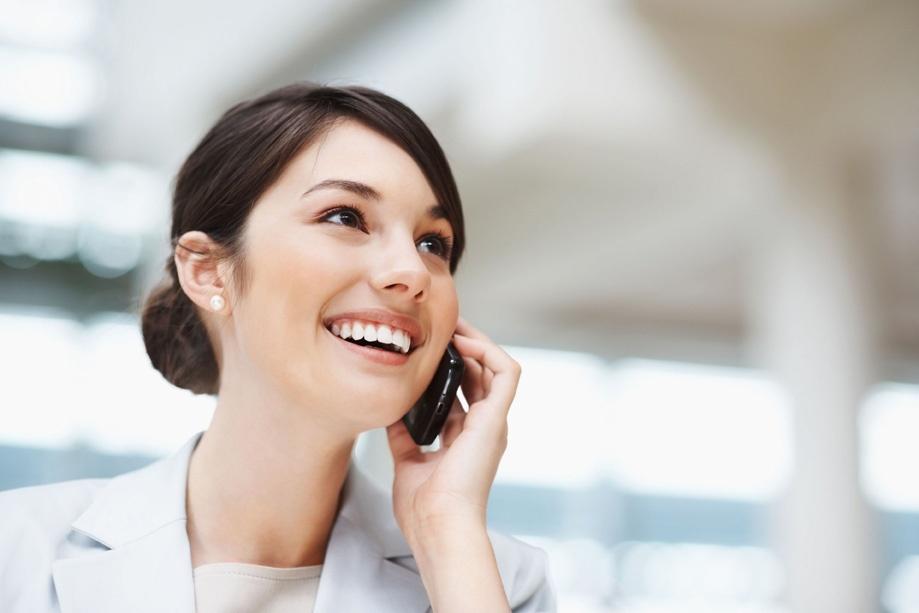 Hablar por teléfono en francés. Vocabulario básico para contestar una llamada y fórmulas de cortesía clásicas